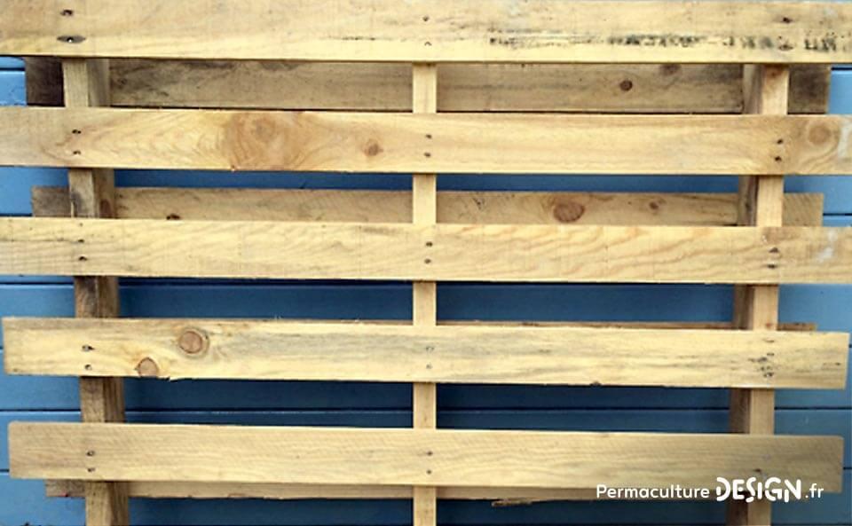 Explications et plans de Pierre Javaudin, expert en apiculture naturelle, pour la fabrication d'une ruche horizontale en palettes et matériaux de récupération, recyclés.