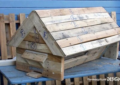 fabrication-ruche-horizontale-palette-recyclage-recuperation-apiculture-naturelle-formation-permaculture-design_13