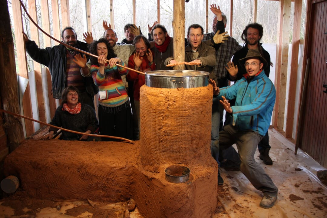 rocket-stove-auto-construction-stage-formation-permaculture-design_05