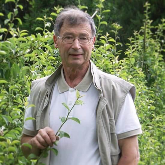 Portrait de Dominique Soltner auteur du livre Guide du nouveau jardinage paru aux Éditions Terran.