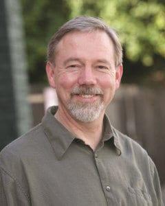 Portrait de Toby Hemenway auteur du livre Le jardin de Gaïa paru aux Éditions Imagine un colibri.