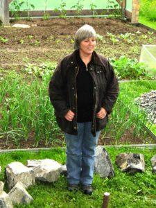 Portrait de Margit Rusch auteure du livre La permaculture, conseils et principes de base pour jardiner autrement paru aux Éditions Ouest-France.