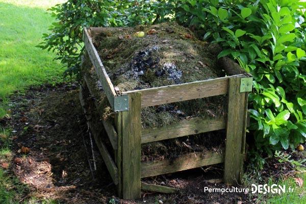 Composteur de jardin, bac à compost en plastique ou en bois, acheté ou fait maison, choisissez la meilleure solution selon votre contexte grâce à notre guide d'achat.