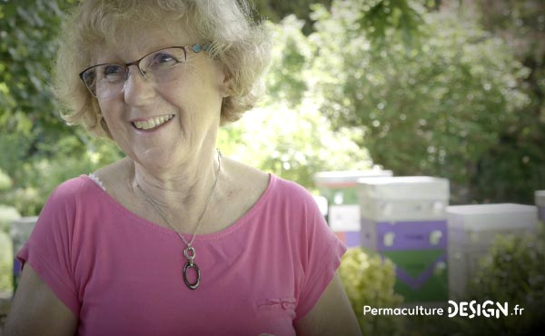 Vidéo sur la transformation du jardin de Marie en jardin d'Eden en permaculture où elle vit aujourd'hui en harmonie avec la nature et sa biodiversité.