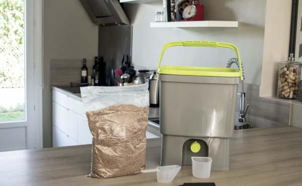 Exemple de set complet de composteur de cuisine Bokashi - source : hozelock.fr