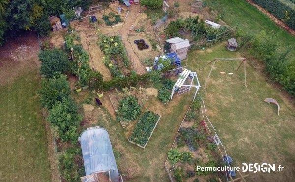 Vue aérienne du jardin familial de Sébastien conçu en permaculture avec l'aide de nos formations en ligne !