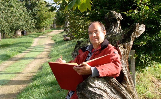 Portrait de Dominique Mansion, auteur du livre «Les trognes, l'arbre paysan aux mille usages» publié par les Éditions Ouest-France. © DR